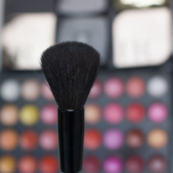Мягкая кисть для макияжа