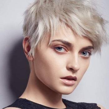 Окраска волос в салоне красоты На Речной в Красногорске. Цвет полярный блонд