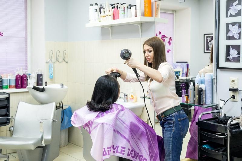 055 Сушка волос входит в стоимость стрижки и окрашивания. Салон парикмахерская На Речной в Красногорске