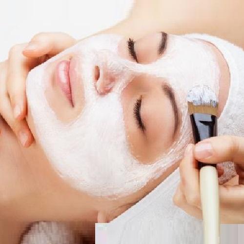 2 Фарфоровая маска в процедуре косметического ухода. Салон красоты На Речной в Красногорске