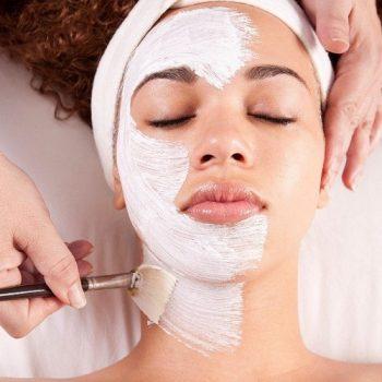 9 Фарфоровая маска в процедуре косметического ухода. Салон красоты На Речной в Красногорске