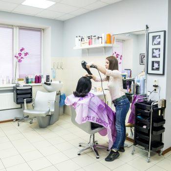 Парикмахерский зал в салоне красоты На Речной, Красногорск