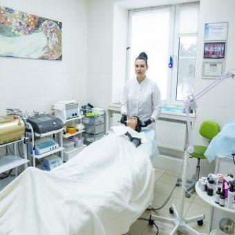 0070 Процедуру лифтингового ухода для лица выполняет косметолог салона красоты На Речной в Красногорске